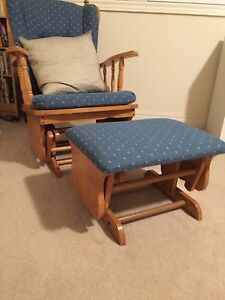 Solid wood glider with ottoman