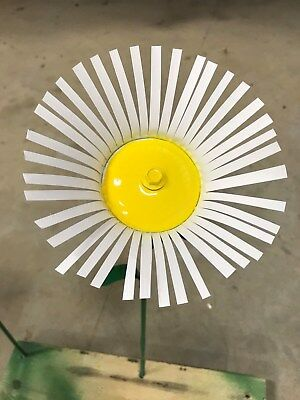 "All metal Daisy flower home garden stake yard art lawn ornament 18"" tall"