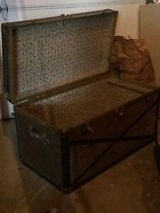 Trunk from the 1930s