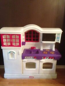 Little Tikes kitchen in spotless condition