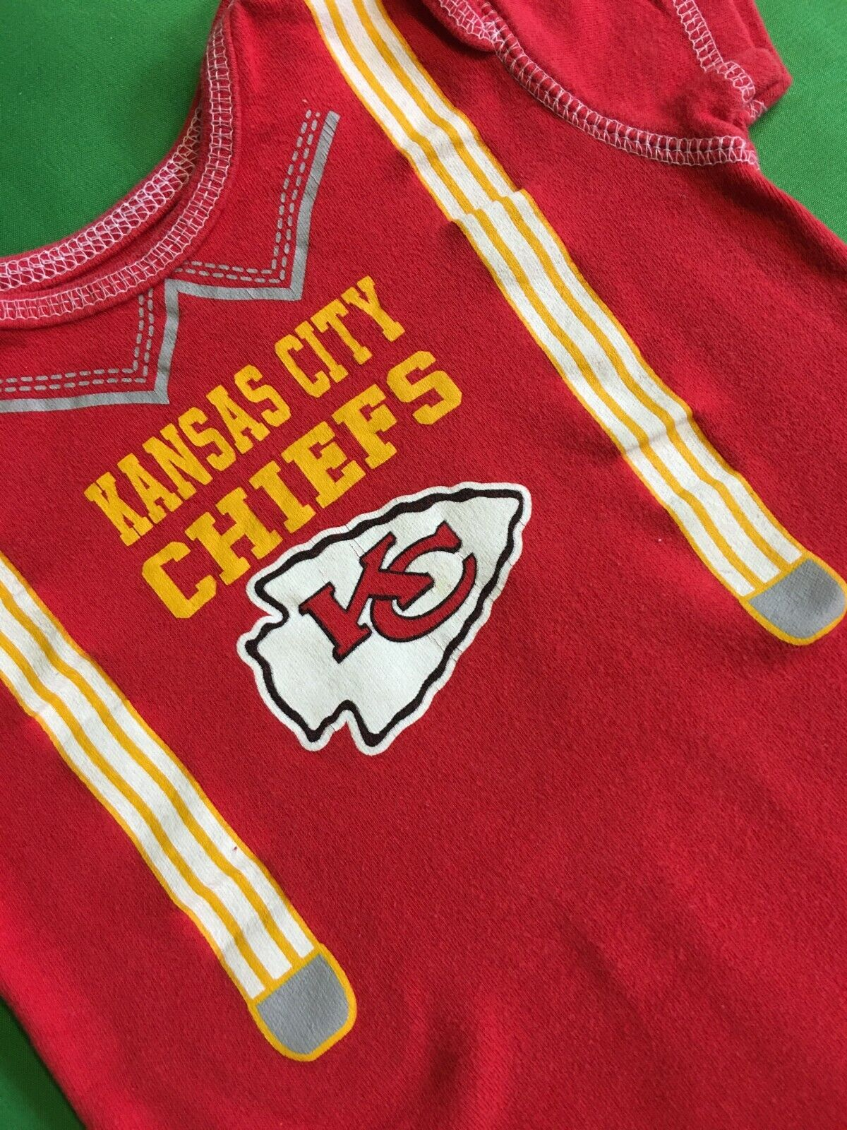 B352/95 NFL Kansas City Chiefs Boys' Baby-Grow Braces 18 months