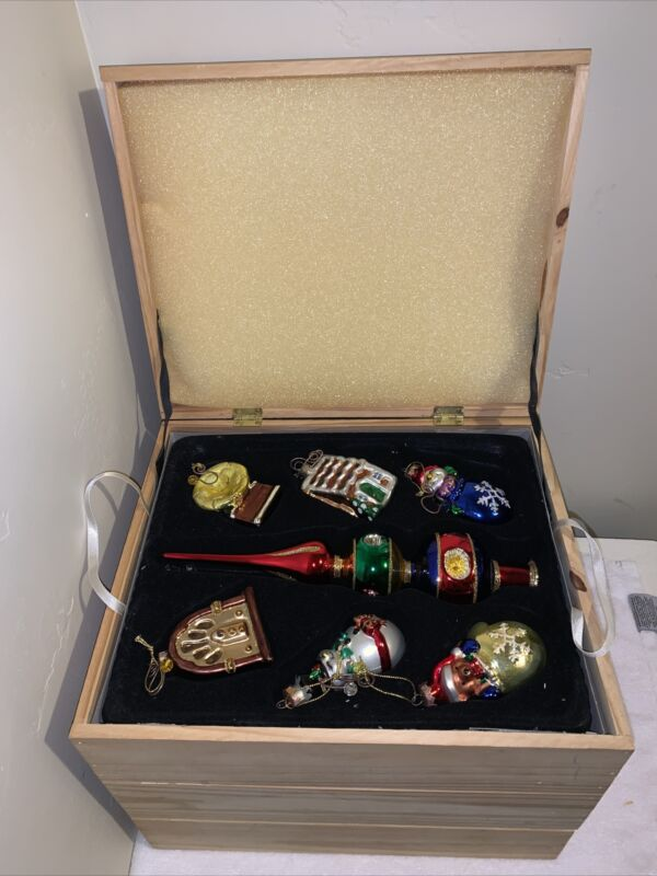Thomas Pacconi Museum Series Christmas Ornaments 31pc Set Wooden Box Tree Topper