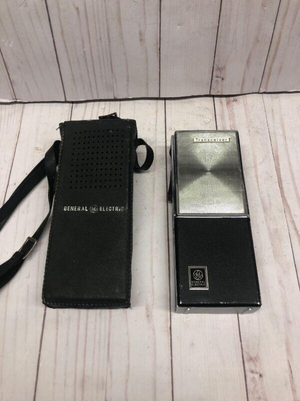 VTG 1966 GE General ELECTRIC Transceiver Hand Held CB walkie talkie Model y7010B