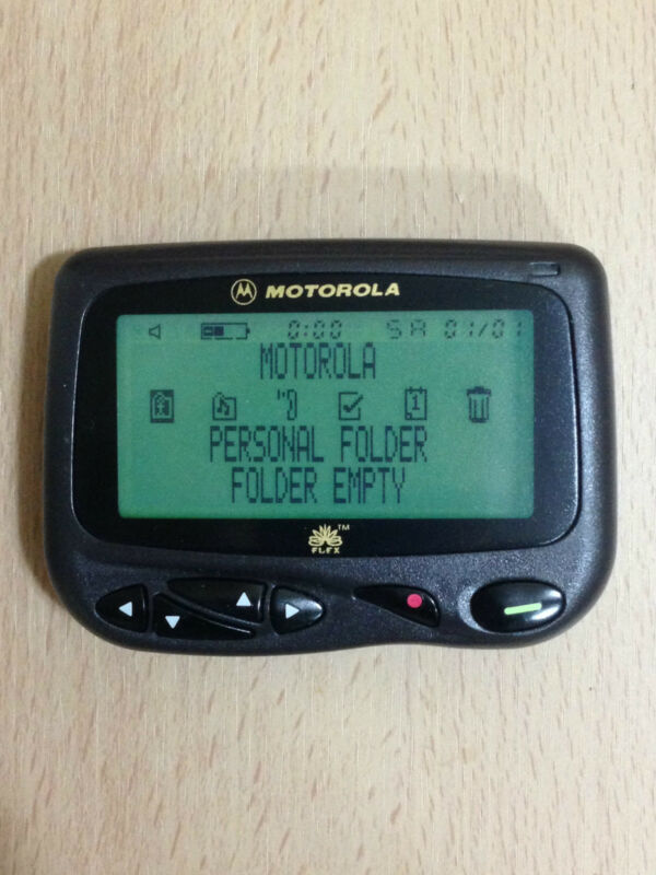 MOTOROLA CP1250 ALPHANUMERIC FLEX PAGER - ZOOM FROM 8 TO 4 LINE DISPLAY
