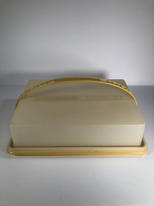Vintage Tupperware Harvest Gold Rectangle Cake / Sheet Cake Carrier w/Handle