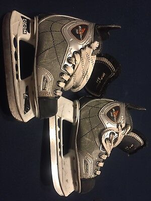 6672f49ce9d CCM Vector 3.0 Skate Size 12   Shoe Size 13.5 Youth Hockey Skates