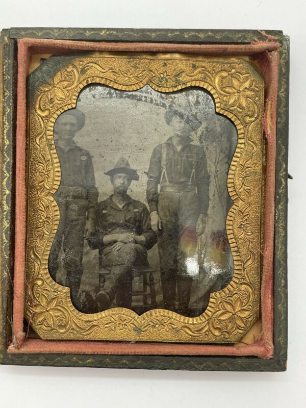 ANTIQUE SPANISH AMERICAN WAR TINTYPE 3 SOLDIERS RELAXING