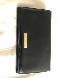 Ladies GUCCI bifold Wallet.