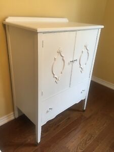 White antique Lingerie Dresser