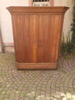 Antik Nürnberger Wellenschrank Kleiderschrank Massivholz Berlin - Grunewald Vorschau
