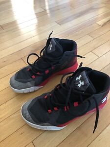 Boys 7 Youth Under Armour Basketball Sneakers