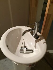 Hand basin with faucet