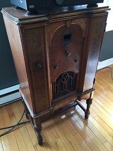 Meuble de radio antiquité