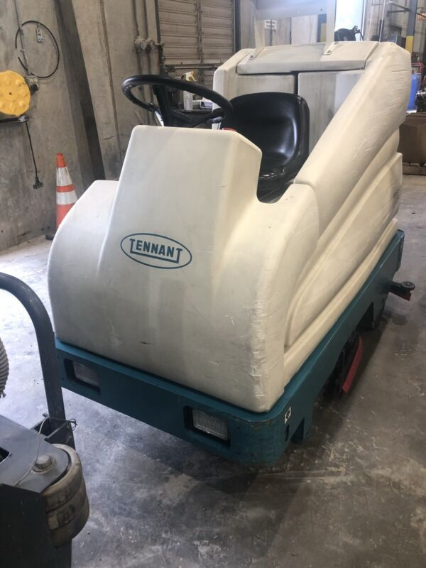 """Tennant 7200 floor scrubber. 36""""wide, 3528 hours, with new Batteries and charger"""