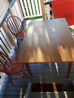 Extending table w 2 chairs