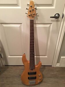 Yamaha 5 string bass $300