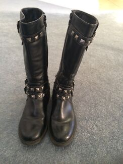 Black ladies/girls boots size 35 lined boots around a size 4-5 Betts Merewether Newcastle Area Preview