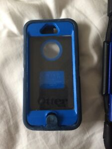 IPhone 5s- otter box defender