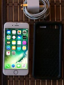 LIKE NEW UNLOCKED IPHONE 6/16gb WHITE/SILVER