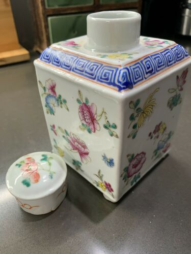 Fine Marked Antique Chinese Republic Export Porcelain Famille Verte Tea Caddy