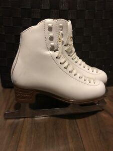 Figure skates size 2.5