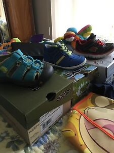 Shoes  for boy size 5 and 6(raining shoes )