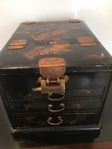 EARLY 20TH C.ANTIQUE JAPANESE LAQUERED JEWELRY / KODANSU STYLED BOX