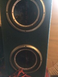 """10"""" Rockford fosgate subs + amps and deck"""