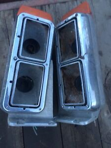 Headlight housing for peterbuilt tractors