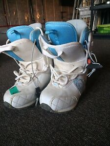 Size 5 roxy snowboard boots