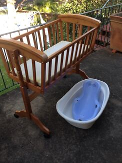 Baby cradle / bassinet and bath including seat Avalon Pittwater Area Preview