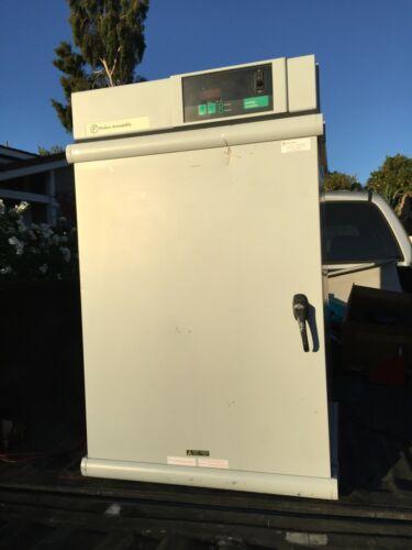 Fisher Scientific 650D IsoTemp 30°-75°C Lab Dry Heat Incubator Oven w/ 2 Shelfs