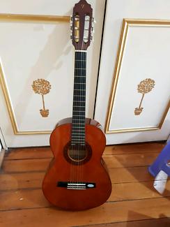Valencia Nylon 3/4 size acoustic guitar