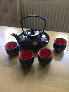 Chinese Tea Set.5 pieces.Ceramic.Shiny Black and Red.Brand New.No Box.