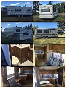 1992 Golden Falcon 26' Fifth Wheel camping trailer