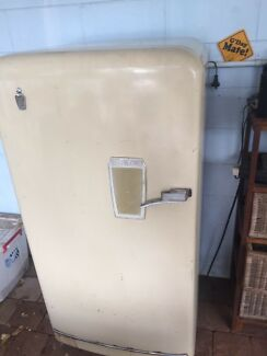 1952 kelvinator fridge