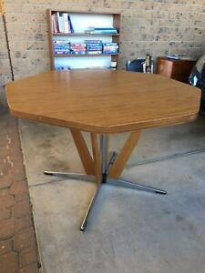 GIVE AWAY - Dining table - Octagonal