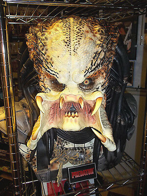 Sideshow Collectibles Life Size 1:1 scale PREDATOR BUST (Excellent)