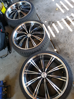 Commodore 20 inch c2 wheels great tyres 3 only vy vz vt vx