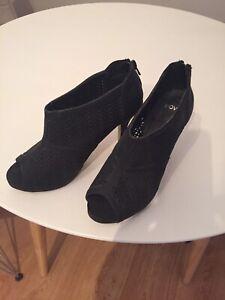 Size 9 Novo Heels