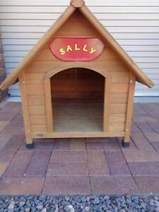 DOG KENNEL (PET ONE ) SUIT MEDIUM DOG KENNEL HAS PITCHED ROOF
