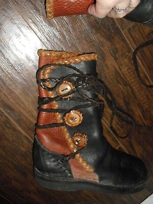 HEAVY LEATHER  MOCCASIN BOOTS    BUTTONS RENAISSANCE -