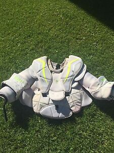 Vaughn V6 2200 Pro Carbon Goalie Chest Protector