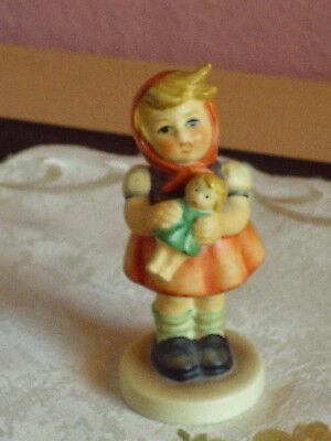 Goebel/Hummel Figur * Mädchen mit Puppe  *