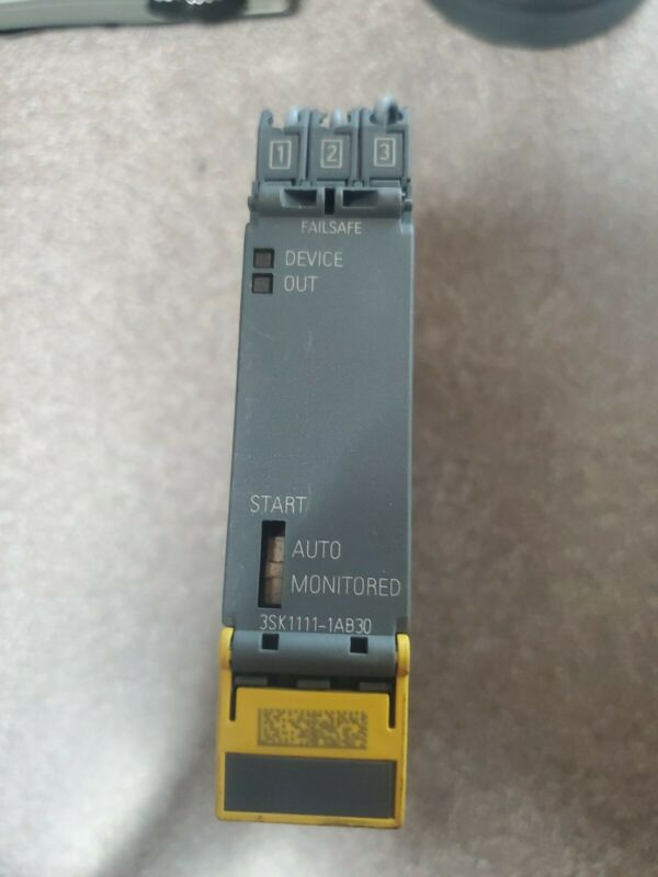 Siemens 3SK1111-1AB30 Safety Relay.