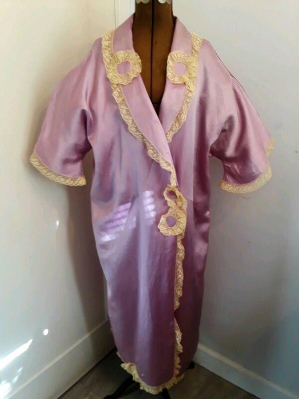 Vintage Feminine Kimono Styled Shimmering Purple 1920s Flapper Lace Trimmed Robe