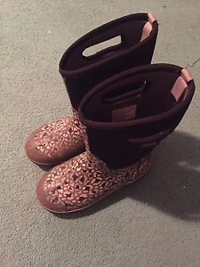 Youth size 6 Bogs- girls classic leopard patterns
