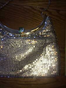 Beautiful gold Chainmall evening bag