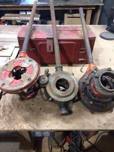 Adjustable pipe threaders