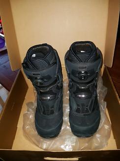 Snowboarding boots Size 10.5 VANS CONTRA